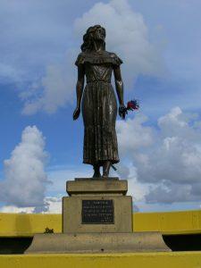 Estatua de Marisela, el famoso personaje de Doña Bárbara.