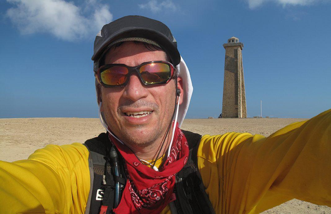 José Javier Jatar en su primera carrera de Trail Running Rumbo a Paraguaná Desert Trail. LLegando al punto más septentrional de Venezuela.