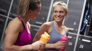 el mejor momento para tomar un batido de proteínas de suero es principalmente después del entrenamiento.