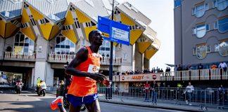 Start marathon Rotterdam aan voet Erasmusbrug