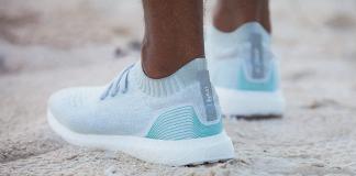 Unas zapatillas de plástico reciclado