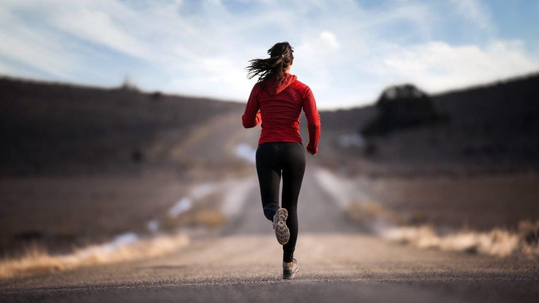 Esto es lo que le sucede a tu cuerpo cuando corre con pocas calorías