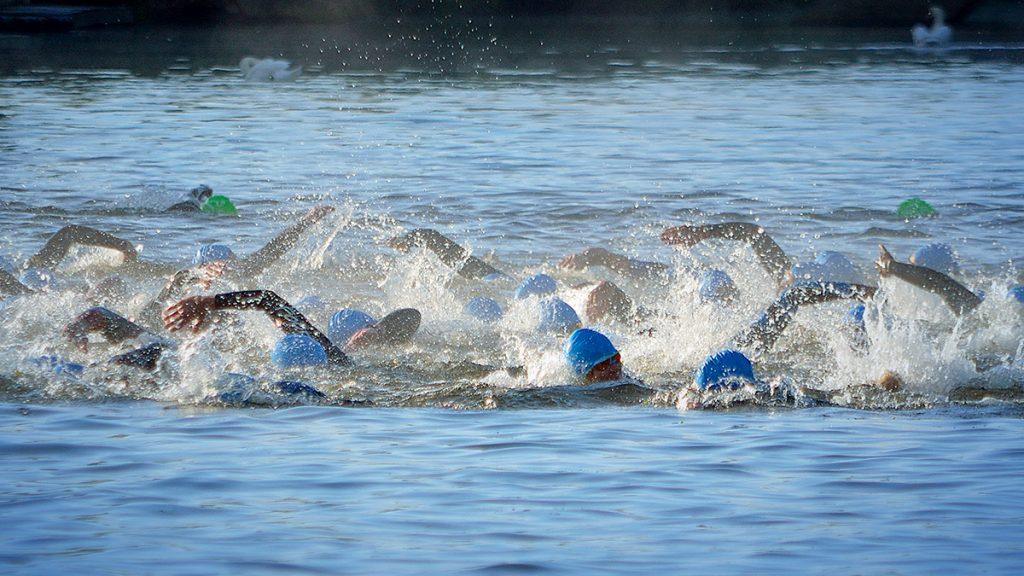 Nadar en aguas abiertas tiene sus trucos para superar los momentos de flaqueza