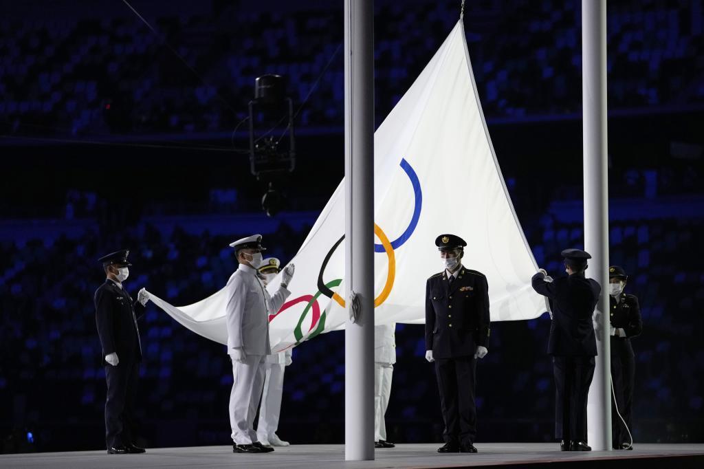 Izada de la bandera olimpica JJOO Tokyo 2020
